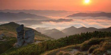 На Прикарпатті в горах заблукало три туристки