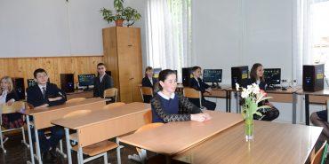 """Половина шкіл у Коломиї отримали комп'ютерні класи від БФ """"Покуття"""". ВІДЕО"""