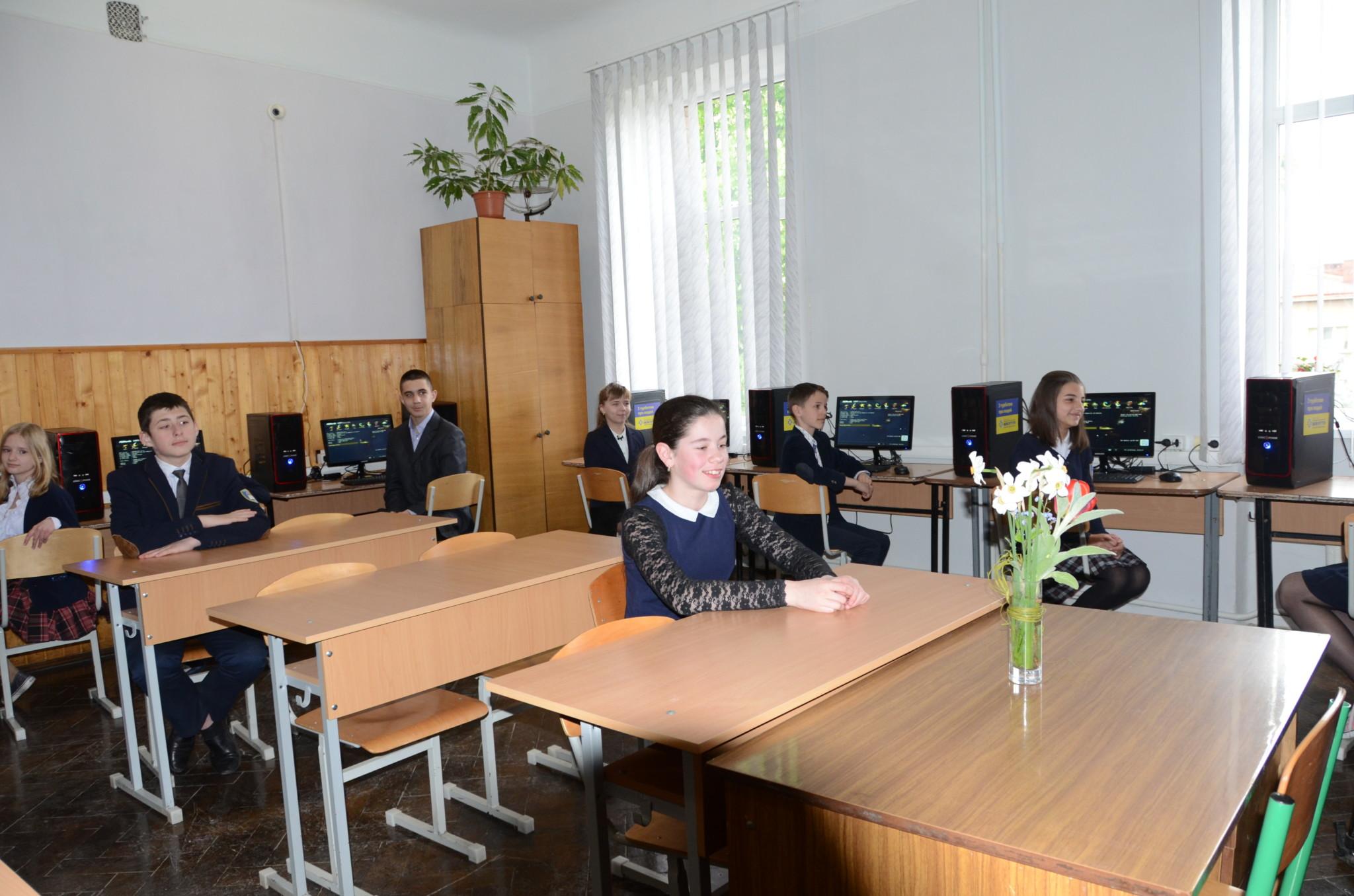 Половина шкіл у Коломиї отримали комп'ютерні класи від БФ