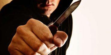 У Коломиї чоловік погрожував перехожим ножем