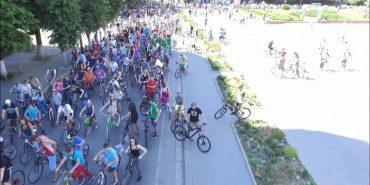"""У Івано-Франківську 2 тис. велосипедистів святкували """"Велодень"""". ВІДЕО"""