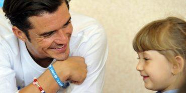 Орландо Блум в ефірі CNN закликав допомагати українським дітям