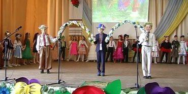 Коломийські учні школи №1 організували свято квітів. ВІДЕО