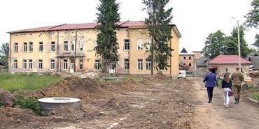"""Благодійний фонд """"Покуття"""" долучився до відновлення військової частини у Коломиї. ВІДЕО"""