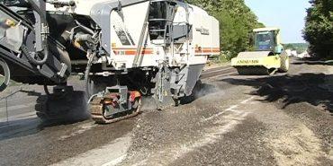 У Коломийському районі ремонт дороги проводить одеська фірма. ВІДЕО