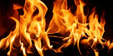 На Коломийщині чоловік ледь не згорів у своєму будинку: постраждалий в реанімації