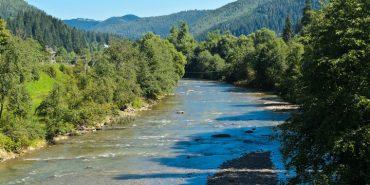 Сьогодні на Прикарпатті очікуються грози, град та підйом рівнів води у річках