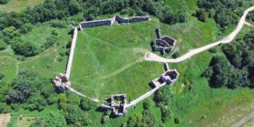 У мережі з'явилось відео Пнівського замку з висоти пташиного польоту. ВІДЕО