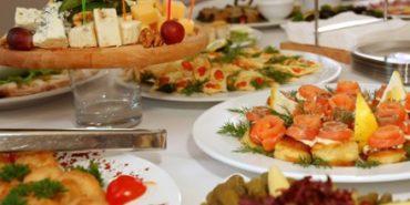 На Прикарпатті – друге масове отруєння на весіллі. 14 людей госпіталізовано