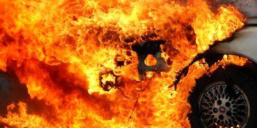 Вночі у Коломиї невідомі підпалили два автомобілі