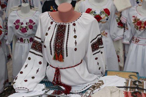 За вишиванкою - до Коломиї  п ять років працює найбільший етноринок України  - Дзеркало Коломиї 31549acc002e6