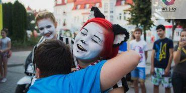 """Замість вуличної торгівлі – музика: у Коломиї пройде фестиваль """"Арт-візія"""" з містечком ковалів"""