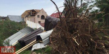 Негода пошкодила майже тисячу дахів, понад 70 сіл на Франківщині досі без світла