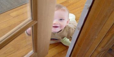 2-річна дитина зачинила матір на балконі