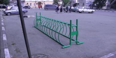 У Снятині встановили велопарковку. ФОТО