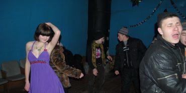 За розбите вікно на сільській дискотеці чоловік заплатив 8 500 грн