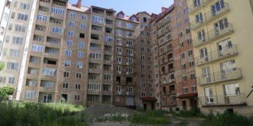Вже 10 років коломияни чекають завершення будівництва свого житла. ВІДЕО