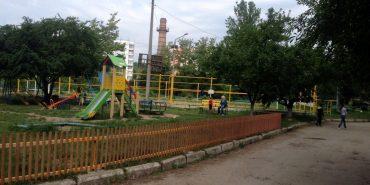 На Лисенка – Січових Стрільців облагородили територію біля дитячого майданчика. ФОТО