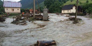 Під Говерлою за 2 год. випала місячна норма опадів: 3 тис. мешканців без світла. ФОТО