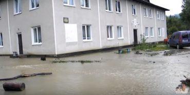 Дощі затопили лікарню у Космачі . ВІДЕО