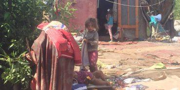 Сміттєзвалище у Коломиї — домівка для ромів: діти граються іграшками зі сміття. ФОТО