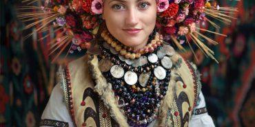 За старими світлинами відтворили неймовірний вінок, який носили на Коломийщині майже 100 років тому