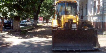 На бульварі Лесі Українки роблять тротуар за 190 тисяч гривень