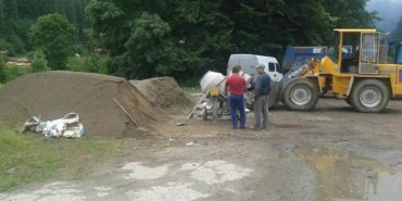 Татарів знайшов свій метод ремонту доріг, відмовившись від дорогого асфальту. ФОТО