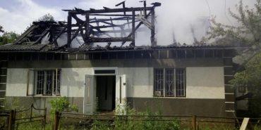 У Косові від блискавки загорівся будинок. ФОТО