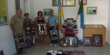 Національний музей у Коломиї отримав 49 експонатів – ікони на склі, народні картини та верети