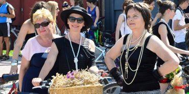 Кілька сотень Коко Шанель проїхалися на Прикарпатті
