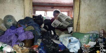 У Франківську жінка влаштувала сміттєзвалище у власній квартирі. ФОТО