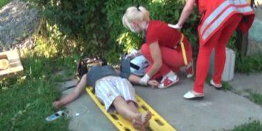 Опублікували відео, як на Прикарпатті рятували 24-річну дівчину, яка впала у 9-метровий колодязь