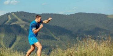Боксер Олександр Усик готується до важливого поєдинку в Карпатах. ФОТО
