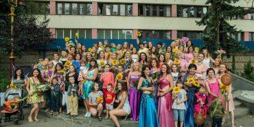 Жінки Івано-Франківська долучилися до Міжнародного флешмобу жіночності. ФОТО