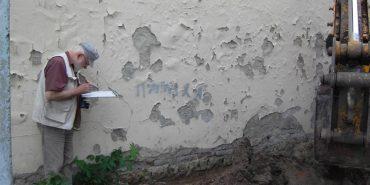 """Поляки у Коломиї досліджують стан занедбаного будинку товариства """"Сокіл"""". ФОТО"""