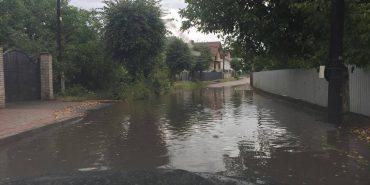Після дощу вулиця Крушельницьких у Коломиї нагадує море. ФОТОФАКТ