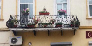 За найкращі святкові балкони у Коломиї двом ґаздам Олені Бреславець та Володимиру Павлюку виплатять грошові призи. ФОТО