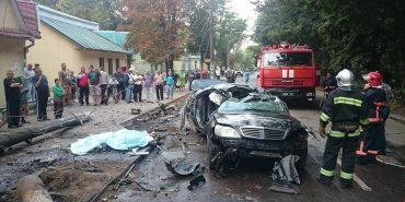 Жахлива ДТП на Петлюри у Коломиї: водій загинув на місці, пасажири — в лікарні. ФОТО