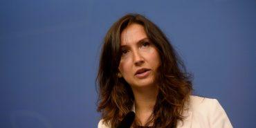 Наймолодший міністр Швеції пішла у відставку через водіння автівки після двох келихів вина