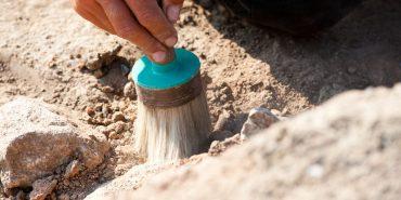 Під підлогою у храмі на Прикарпатті виявили гробницю з людськими рештками