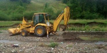 Поліція вилучила екскаватори, якими незаконно видобували гравій на Коломийщині та Тисмениччині