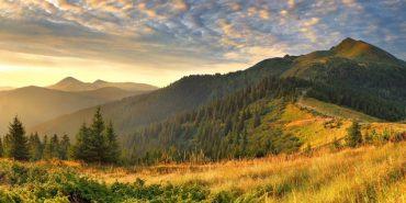 20 місць, які варто відвідати в Україні цієї осені