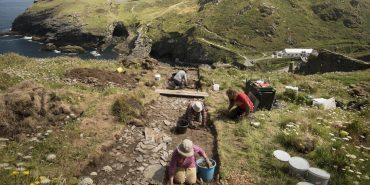 У Великобританії археологи виявили руїни можливого замку короля Артура. ФОТО