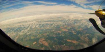 Захоплююче відео навчань пілотів ЗСУ на аеродромі у Коломиї, відзняте з кабіни пілота