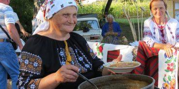 Готуємо традиційні смаколики Коломийщини: замащінка, пироги на парі, струцень. ВІДЕО