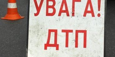 """На Прикарпатті """"ВАЗ"""" влетів у дерево, водій у важкому стані"""