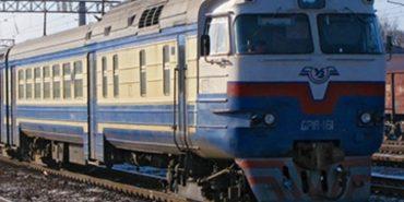 """""""Укрзалізниця"""" не скасовуватиме приміські поїзди"""