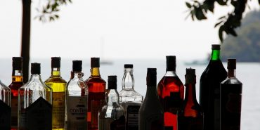 Фахівці підрахували, на скільки в 2017-му зростуть ціни на алкоголь і цигарки