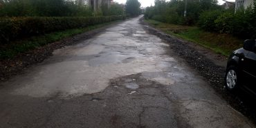 У Великому Ключеві мешканці зібрали 110 тисяч гривень і самі відремонтували дорогу